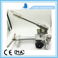 Portable pneumatic pressure calibrator